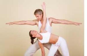 Bildrechte: Flickr couples-yoga-synergybyjasmine_reduced Jasmine Kaloudis CC BY-ND 2.0 Bestimmte Rechte vorbehalten