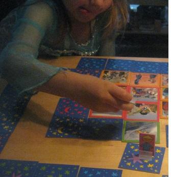 Unsere 6-jährige Tochter war ziemlich fasziniert von einigen Fotos wie etwa dem Weihnachtsmann am Strand in Australien