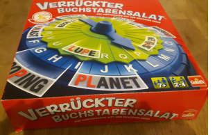 """Das Spiel """"Verrückter Buchstabensalat"""" ist ein Wortfindungsspiel und in die Kategorie Lernspiel einzuordnen. Man muss Wörter finden in den zwei vorgegebene Buchstaben vorkommen."""