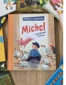 Michel - dieser kleine Lausejunge gehört sicher für die komplette Generation der heutigen Eltern zu den glücklichen Kindheitserinnerungen; ob nun aus dem Buch oder den Filmen oder aus beidem!