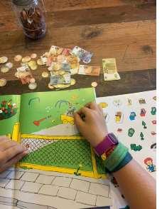 Außerdem sind dem Pippi-Buch verschiedene Sticker enthalten, die zum Verzieren der Seiten gedacht sind